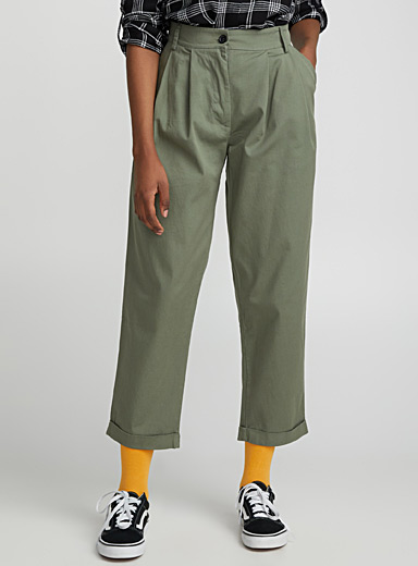 Pleated loose-fit chinos