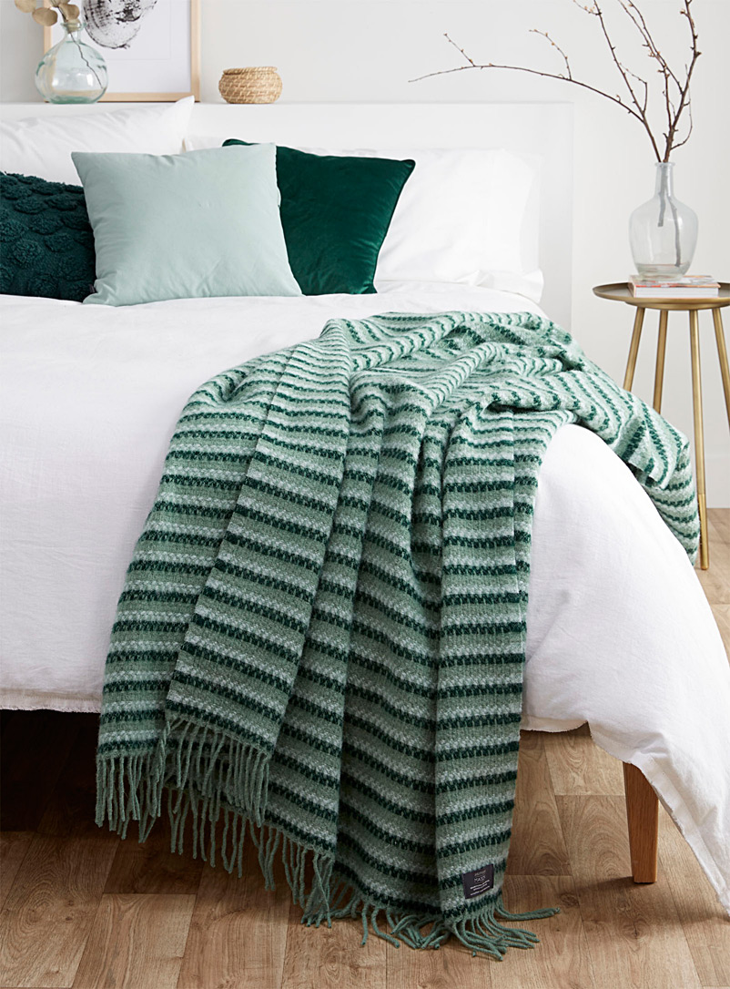 Sage green pure wool throw  130 x 200 cm - Throws - Patterned Green
