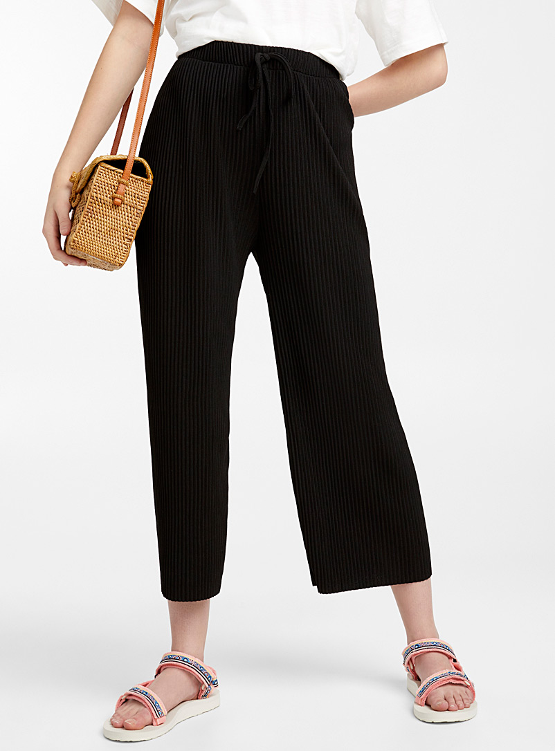 Shiny pleated gauchos - Cropped pants - Black