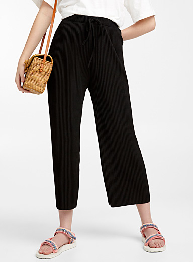 Shiny pleated gauchos