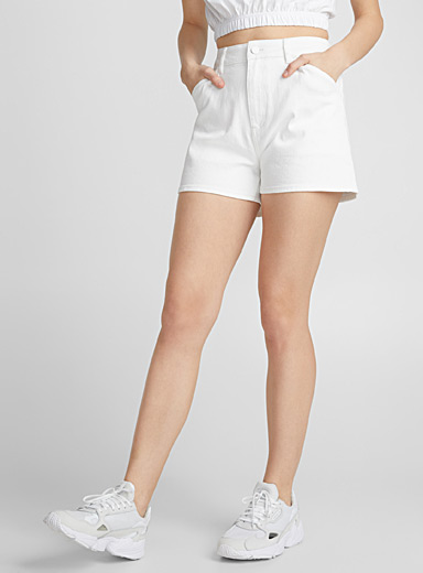 Le short mom denim blanc