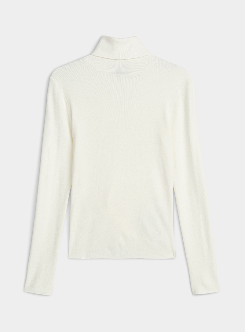 Finely-ribbed turtleneck