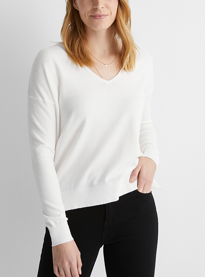 Le pull ample col V doux