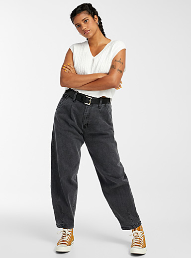 Accent-pleat baggy jean