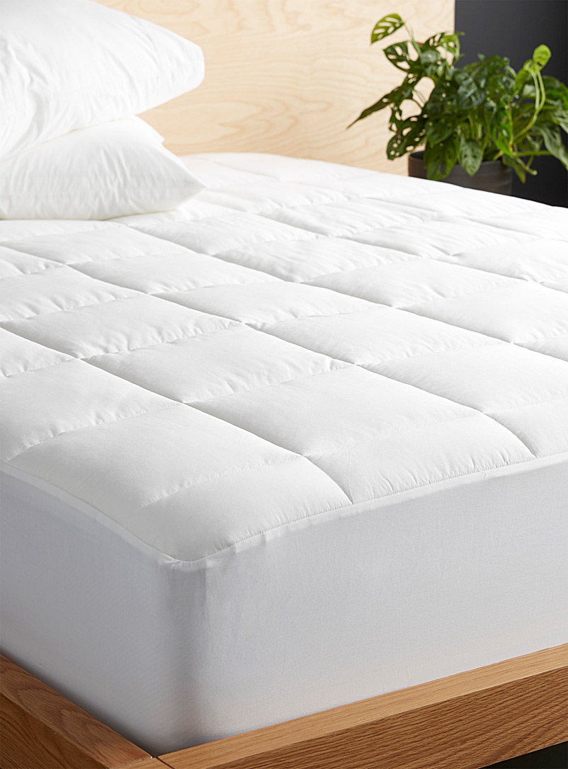 Le Germain Hôtels White Egyptian cotton and bamboo rayon mattress protector, 330 thread count