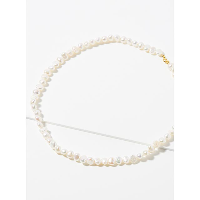 delicate-pearl-necklace