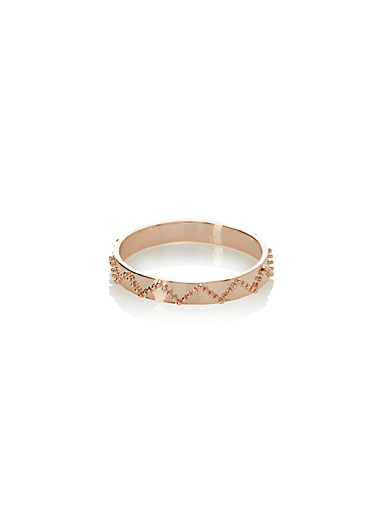 Textured zigzag ring