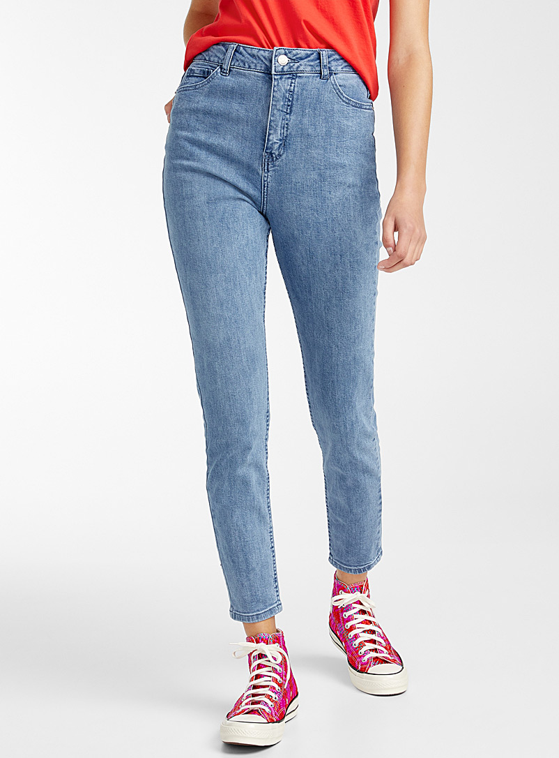 le-mom-jeans-delave-br-coupe-indie