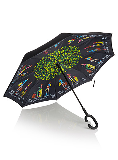 Hands-free reverse patterned umbrella
