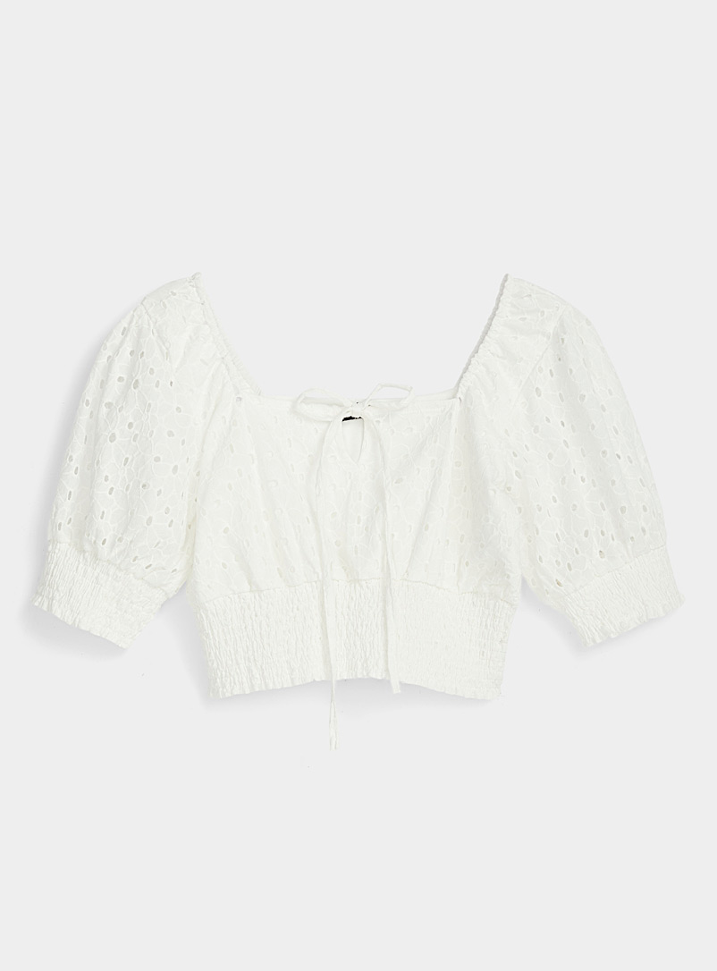 Icône White Cropped broderie anglaise blouse for women