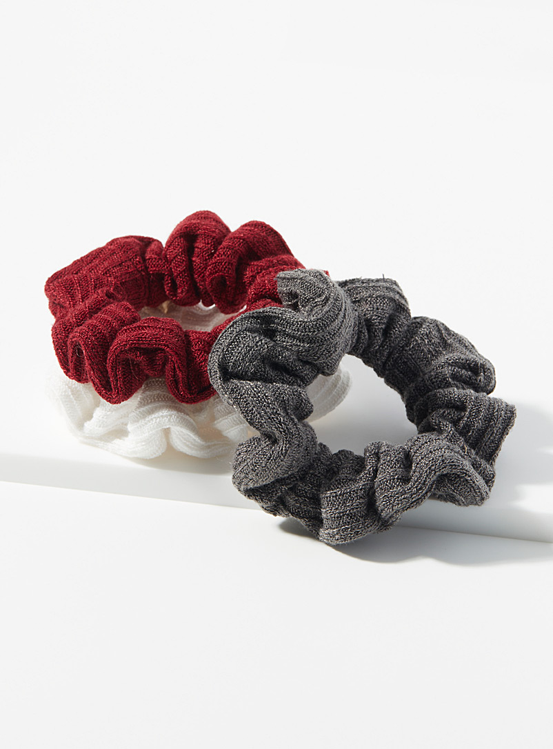 Simons Assorted red Ribbed weave scrunchies  Set of 3 for women