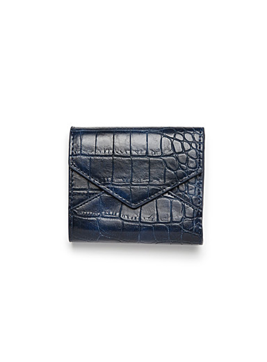 Textured envelope wallet