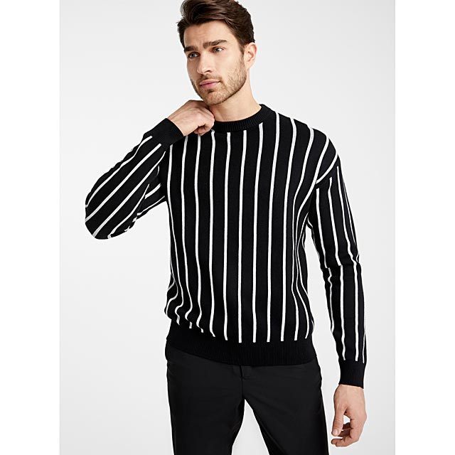 contrasting-vertical-stripe-sweater