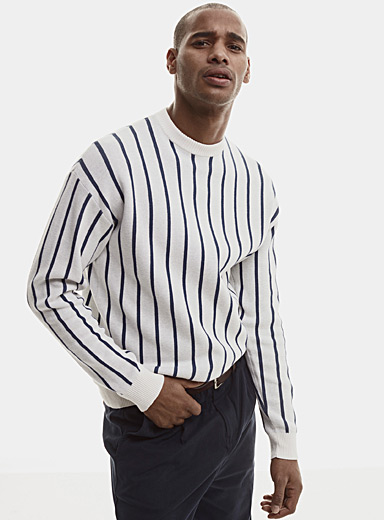 Contrasting vertical stripe sweater