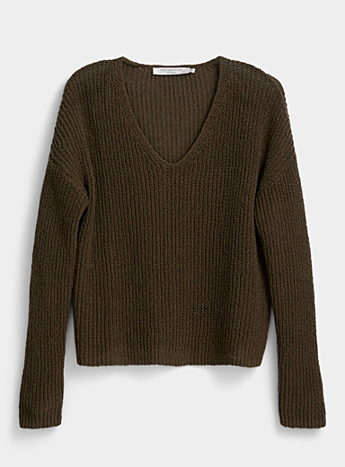 V-neck shaker rib sweater
