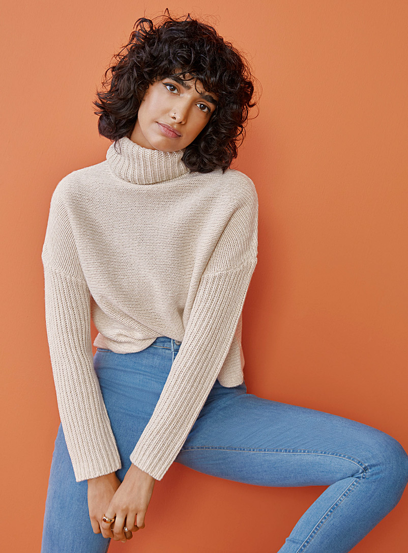 Ribbed loose cropped turtleneck