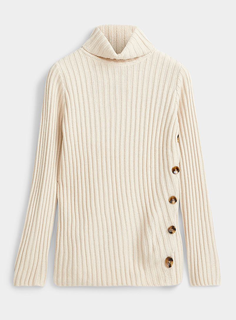 Diagonal button turtleneck