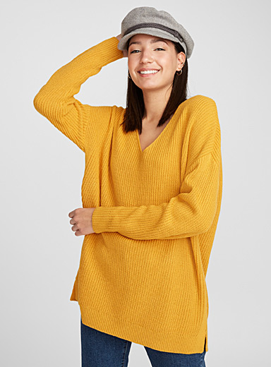 Loose V-neck ribbed knit sweater