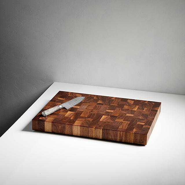 black-walnut-chef-s-board-with-60-ml-of-balm