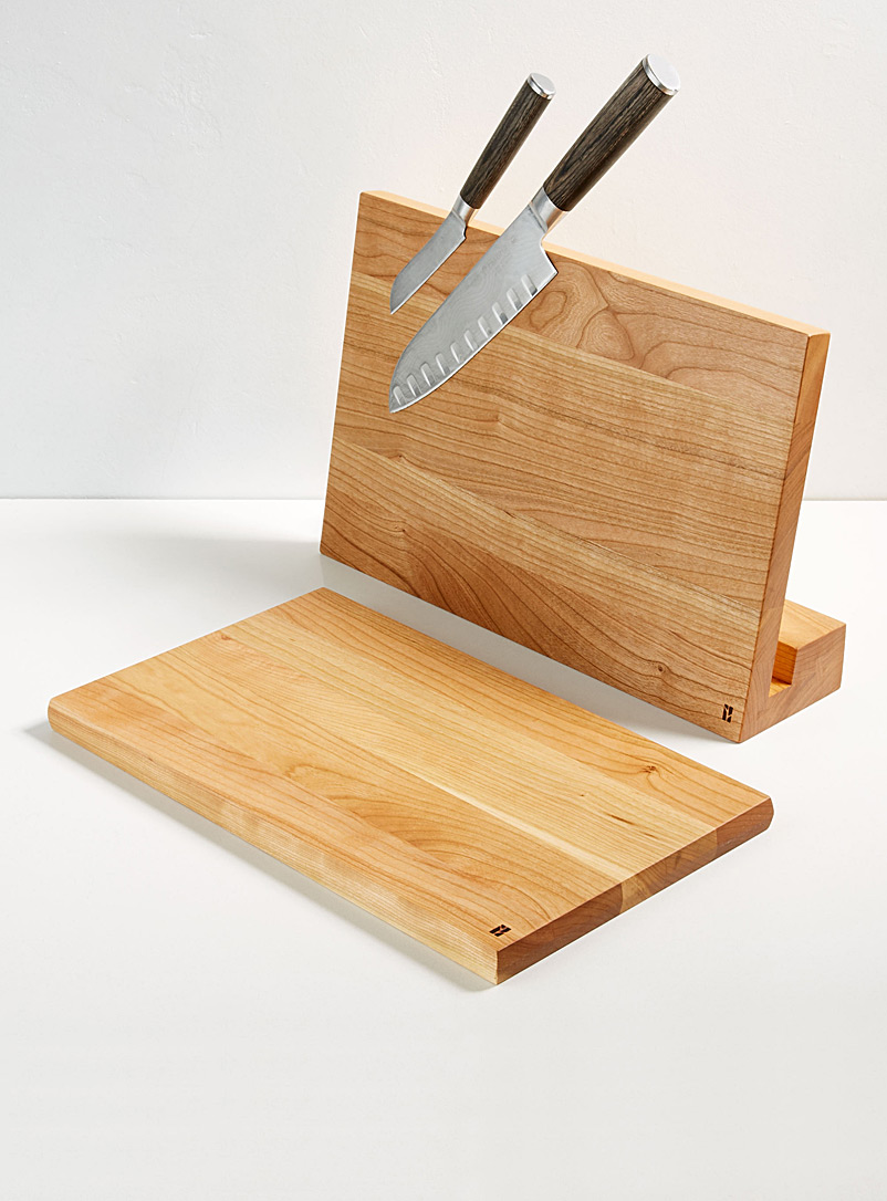 magnetic-knife-holder-with-built-in-board