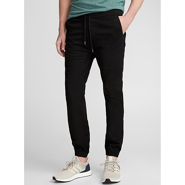 le-chino-jogger-colore-coupe-ajustee