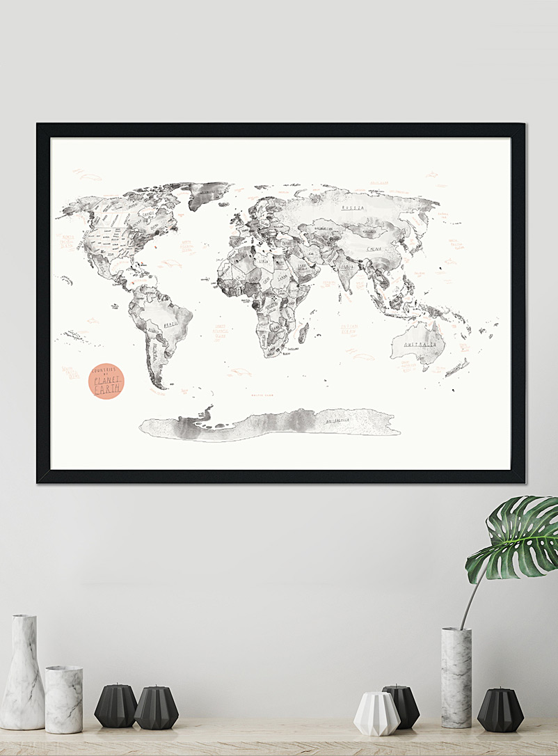 Baltic Club English World map pinboard with push pins 3 sizes available