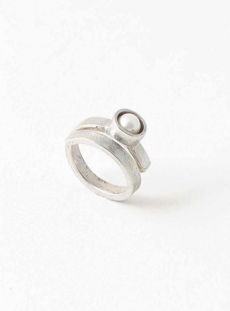 Anne-Marie Chagnon Pearly Beck ring