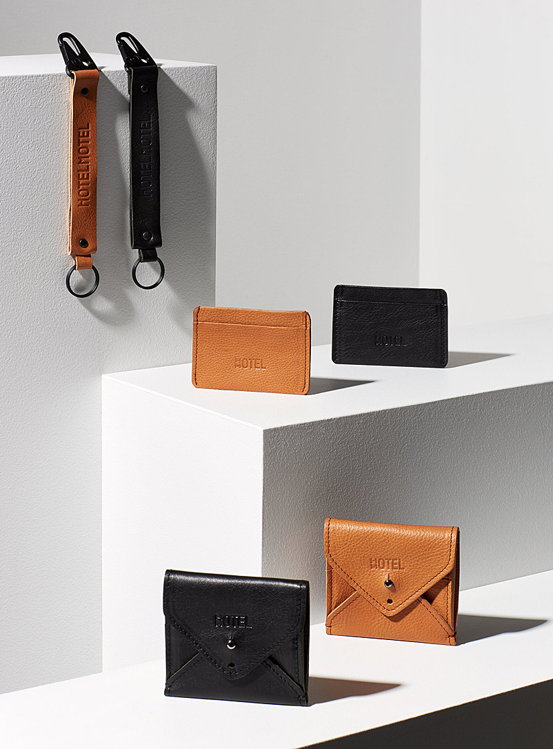 Minimalist leather card holder - HOTELMOTEL - Honey
