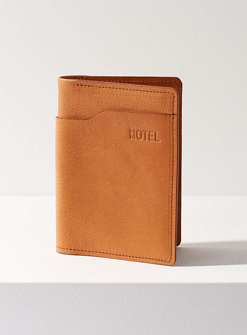 Voyager passport holder - HOTELMOTEL - Honey