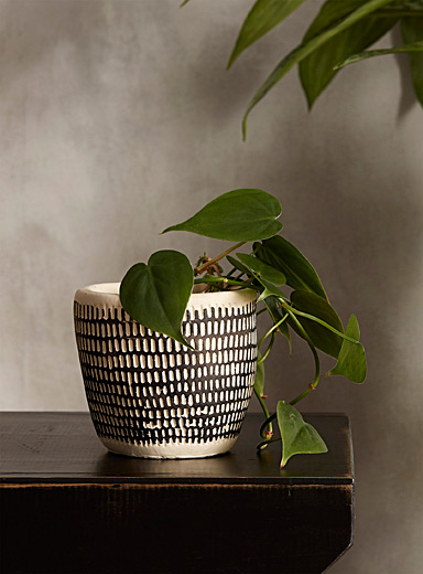 Textured strokes planter