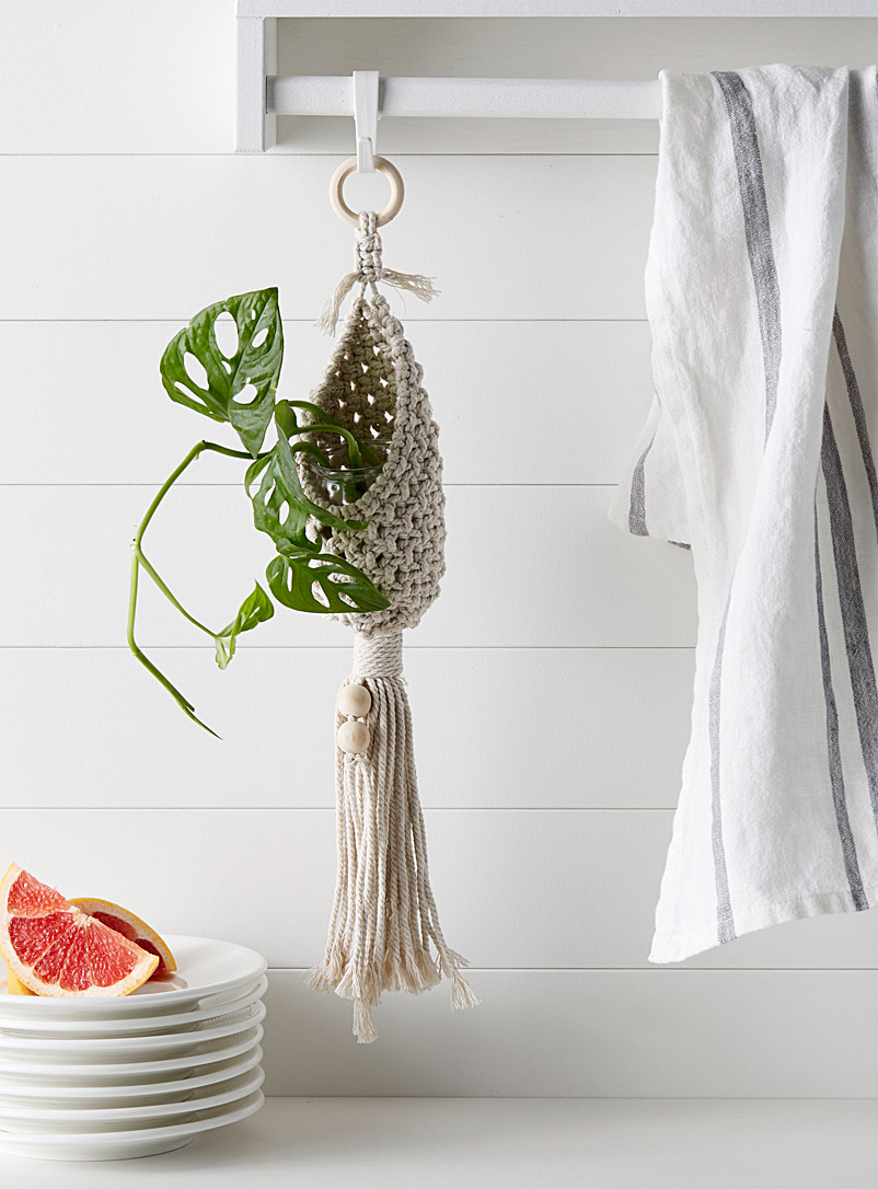 knotted-macrame-plant-hanger