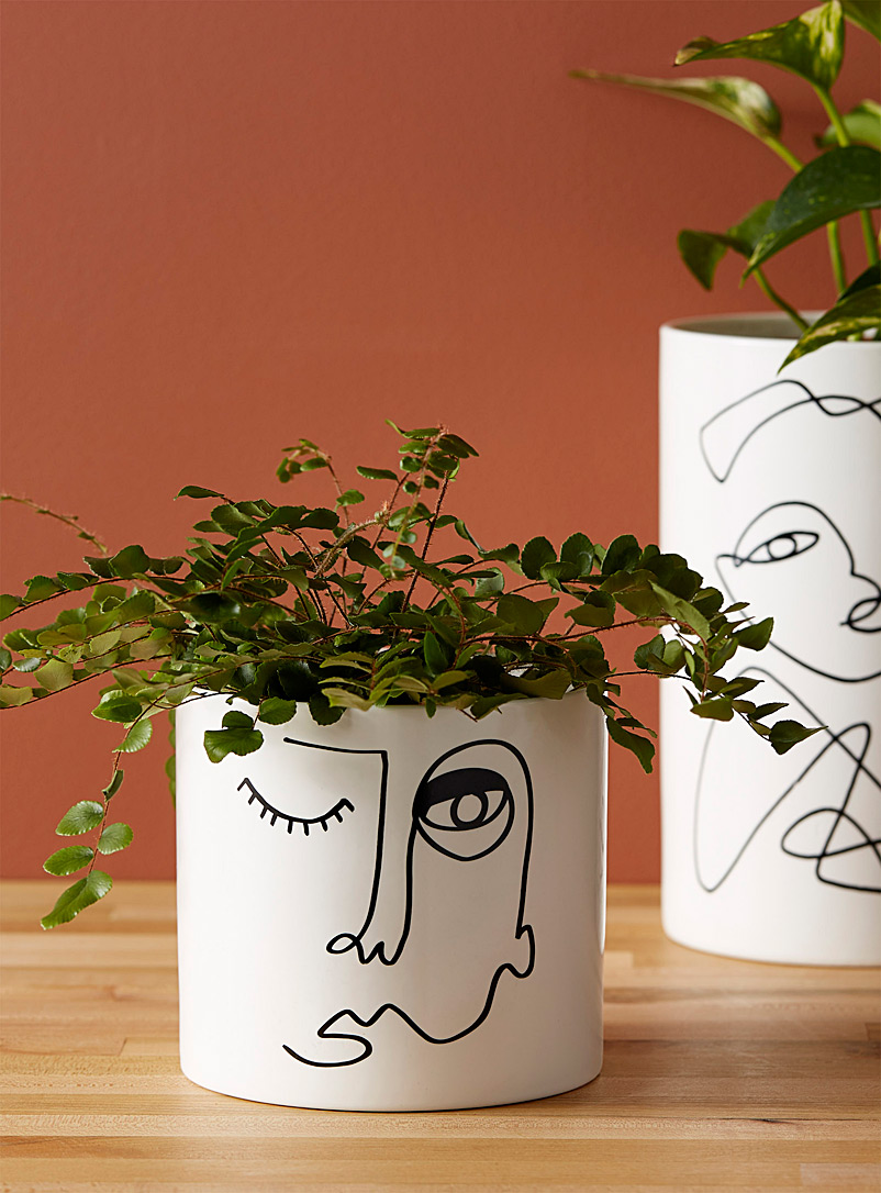 Simons Maison Patterned White Wink planter