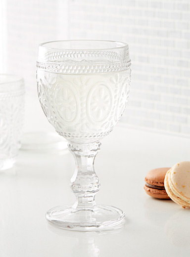 Poetic medallion wine glass