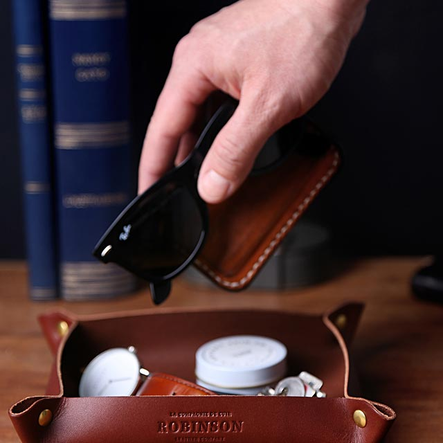 minimalist-leather-valet-tray