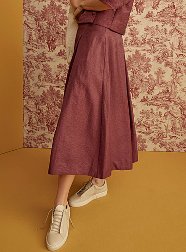 Silky pleated skirt