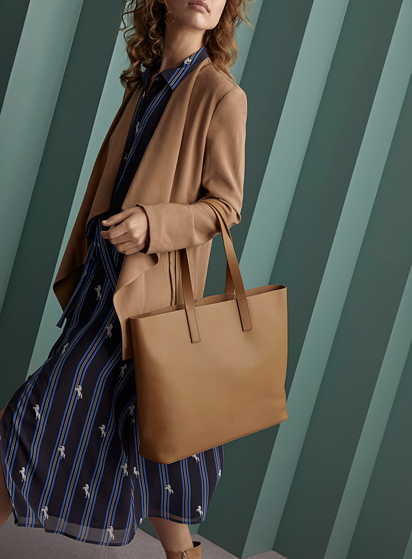 leather-tote-and-clutch
