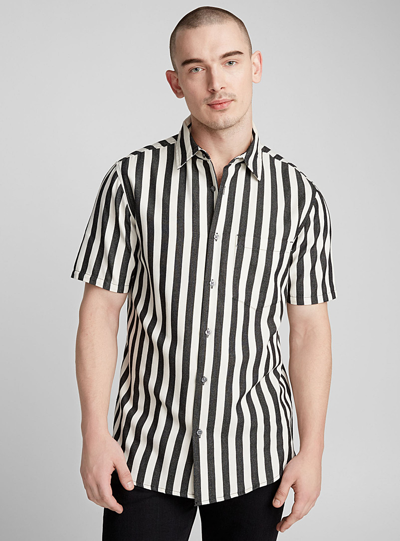 High-contrast striped shirt  Slim fit - Patterns
