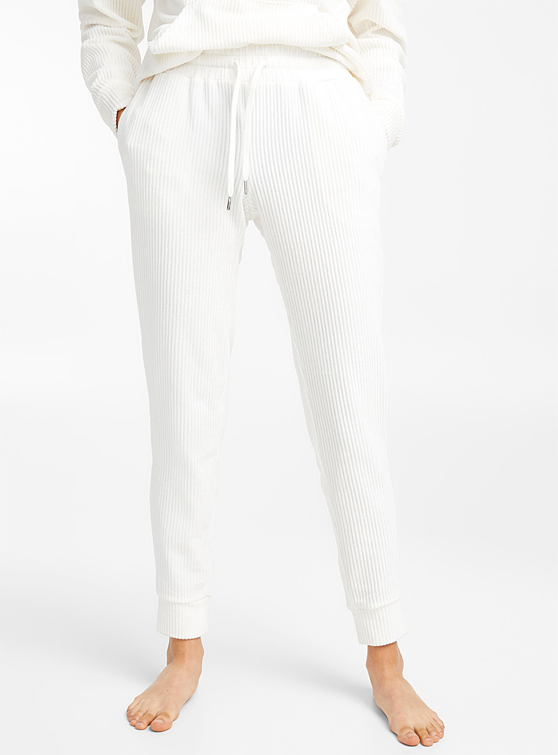 white-ribbed-pant