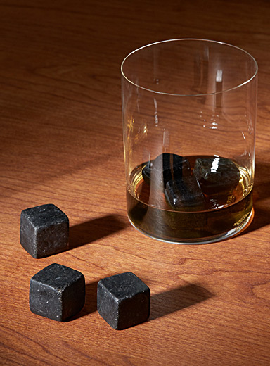 Dark granulite whiskey stone set