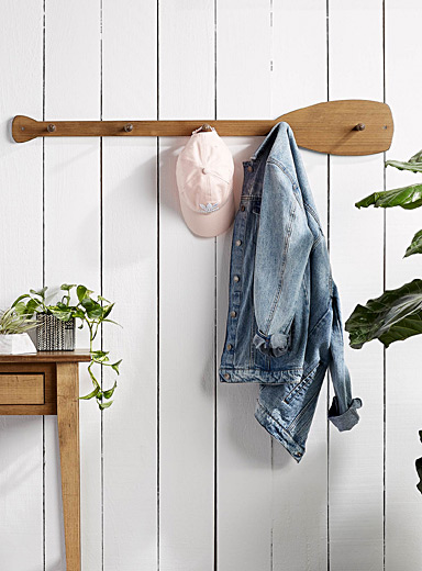 Paddle wall coat rack