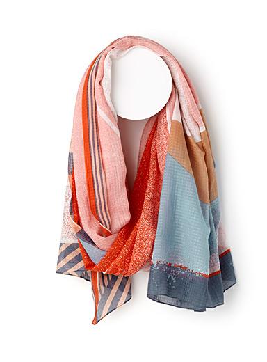 Perspective scarf