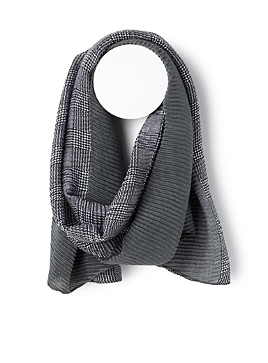 Two-pattern gathered scarf