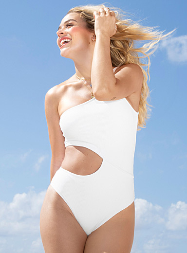 Angular seam one-piece