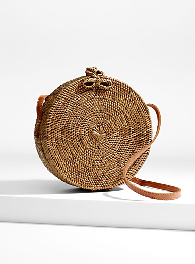 Minimalist round straw shoulder bag