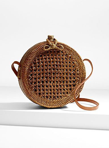 Round braided straw shoulder bag