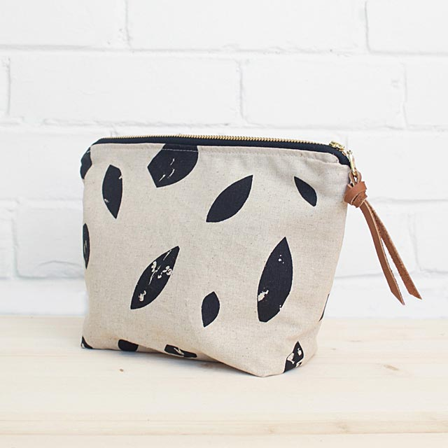 printed-leaves-zipper-pouch