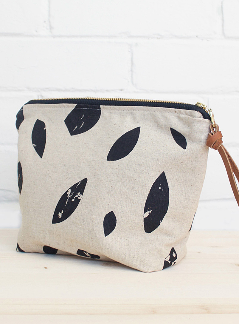 Smith Made Black and White Printed leaves zipper pouch