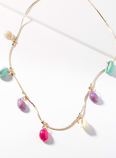 Le collier coquillages multicolores