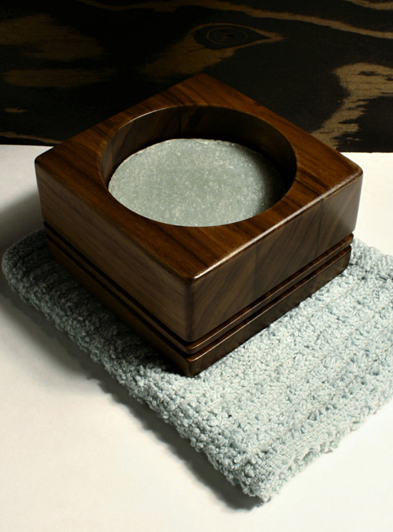 Tibéria Patchouli Soap and walnut bowl set