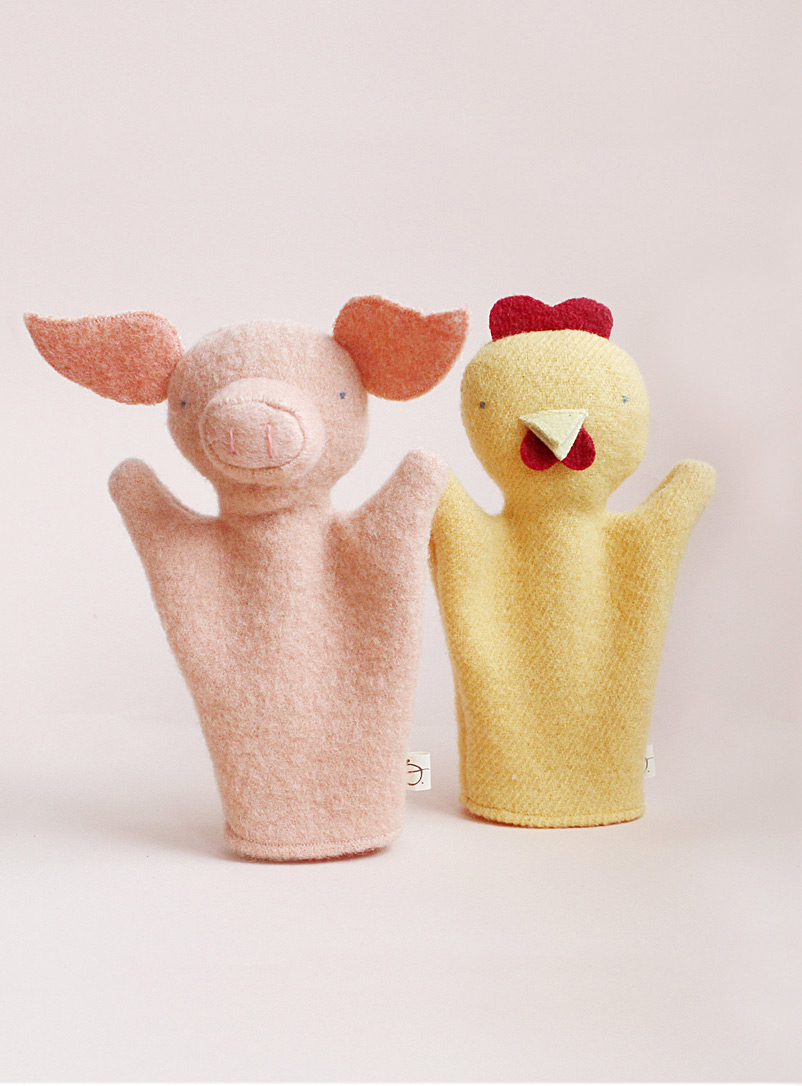Chicken and pig puppet duo